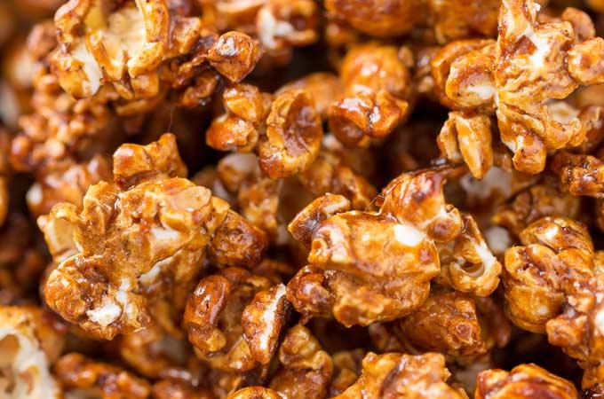Easy Homemade Gingerbread Caramel Popcorn